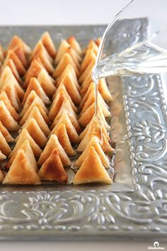 Samosa or Samboosak - These tiny 'lil sweet treats will disappear off the plate in no time! Miniature crispy samosa wrappers filled with cream cheese and sweetened with a drizzle of thick sugar syrup. Good luck stopping at one! Arabic Dessert, Arabic Sweets, Arabic Food, Middle Eastern Desserts, Tandoori Masala, Le Diner, Lil Sweet, Sweet Tooth, Crack Crackers