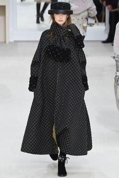 Пальто от: Chanel