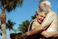 True love never dies Elderly Couples, Old Couples, Forever Love, Forever Young, Friends Forever, Hugs, Beaux Couples, Grow Old With Me, Growing Old Together