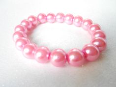 Pink Glass Pearl Bracelet  Chunky Stretchable by SkadiJewelry, €10.00
