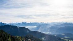 Ausblick beim Gleitschirmfliegen in den Alpen. Salzburger Land, Österreich