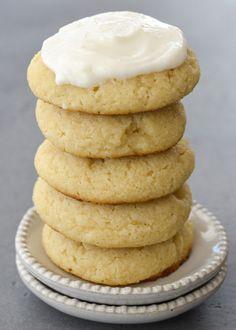 Keto Sugar Cookies Recipe (Sugar Free & Low Carb!) - Maebells Sugar Free Frosting, Gluten Free Sugar Cookies, Gluten Free Cookie Recipes, Keto Chocolate Chip Cookies, Keto Cookies, Sugar Cookies Recipe, Keto Recipes, Lofthouse Sugar Cookies, Cream Cheese Pinwheels