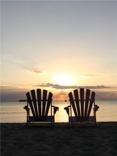 Oceania Island Living: A sunset view I Love The Beach, Peaceful Places, Am Meer, Beach Scenes, Ocean Scenes, Beach Chairs, Beautiful Beaches, Beautiful Sunset, Seaside