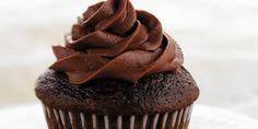 I cupcakes al cioccolato sono deigolosi dolcetti di origine americana, tanto buoni quantoimuffin al cioccolato ripieni di nutella. Altro non sono se non delle morbidissime tortine al gusto di cioccolato.