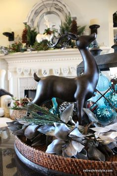 Christmas decor ideas - using mixed metals silver and more at refreshrestyle.com