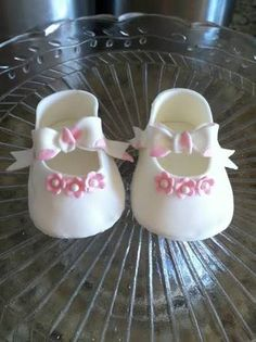 Risultati immagini per christening bootie fondant ideas Baby Shoes Pattern, Shoe Pattern, Fondant Cake Toppers, Cupcake Cakes, Cupcakes, Fondant Baby Shoes, Baby Shoes Tutorial, Shoe Template, Gum Paste Flowers