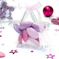 Un contenant à dragées pas cher en forme d'étoile, elle trouvera sa place aussi bien pour un baptême que pour un mariage.