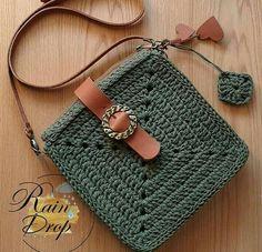 Bolsa croche verde escura Bolsa croche verde escura para compartilhar com as amigas. Que tal? Crotchet Bags, Knitted Bags, Crochet Handbags, Crochet Purses, Love Crochet, Knit Crochet, Diy Macrame Wall Hanging, Crochet Stitches, Crochet Patterns