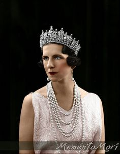 Princess Helen of Greece, wearing her mother's massive diamond tiara. Queen Sophia had died in and Princess Helen, once Queen of Romania, from 1921 to was divorced from King Carol II. She later went to live in Tuscany Romanian Royal Family, Greek Royal Family, Wallis Simpson, Royal Tiaras, Tiaras And Crowns, Queen Sophia, Royal Crown Jewels, Diamond Tiara, Goth Beauty