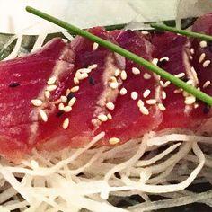 Tonno scottato #tataki## #yurestaurant#sushi#sashimi#tunafish#tunatataki#sushiando#sushilovers#sushiandmore#morethansushi#tonno#scottato#sesamo#daikon#fishcut#instafood#foodie#notonlysushi##生魚#生魚片#金槍魚 by yurestaurant