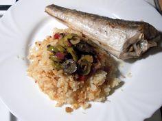 Egyszerű sült hal olívás-hagymás raguval és zellerrizzsel Paleo, Grains, Rice, Recipes, Food, Recipies, Essen, Beach Wrap, Meals