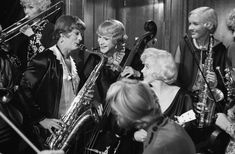 """Marilyn with Tony Curtis and Jack Lemmon on the set of """"Some Like It Hot"""", Jack Lemmon, Tony Curtis, Some Like It Hot, Movie Photo, Marilyn Monroe, Singing, Concert, Concerts, Marylin Monroe"""