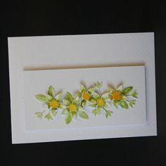 De bloemen zijn gestanst en ingekleurd. Wedding Wreaths, Marianne Design, Tableware, Home Decor, Dinnerware, Room Decor, Tablewares, Wedding Garlands, Home Interior Design