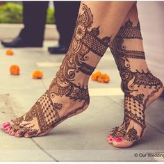 Mehndi is the part of makeup. It is the beauty of hands and legs. Easy feet mehndi is for legs. Mehndi is not only associated with only hands. It is also applied on feet also. Our collection of mehndi Henna Tattoos, Henna Tattoo Designs, Mehandi Designs, Henna Designs Feet, Legs Mehndi Design, Et Tattoo, Mehndi Designs 2018, Stylish Mehndi Designs, Bridal Henna Designs