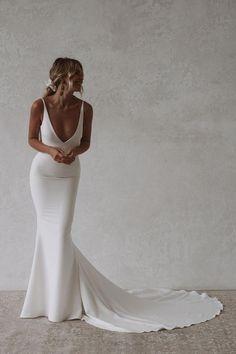 Wedding Dress Low Back, Dream Wedding Dresses, Timeless Wedding Dresses, Cocktail Wedding Dress, Silky Wedding Dress, Wedding Dress Simple, Simple Bridal Dresses, Satin Mermaid Wedding Dress, Minimal Wedding Dress