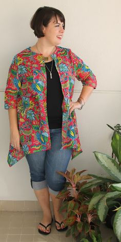This is the Lemon Squeeze Cardigan from Snapdragon Studios , a lovely and versatile cardigan pattern. Cardigan Pattern, Top Pattern, Free Pattern, Sewing Hacks, Sewing Tips, Sewing Ideas, Plus Size Shirts, How To Squeeze Lemons, Sewing For Beginners