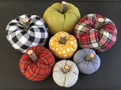 Royal blue: 60 decorating ideas with color - Home Fashion Trend Foam Pumpkins, Wooden Pumpkins, Fabric Pumpkins, Diy Pumpkin, Pumpkin Crafts, Fall Crafts, Pumpkin Ideas, Holiday Crafts, Fall Halloween