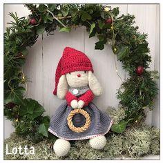 Galna i Garn Christmas Ornaments, Holiday Decor, Home Decor, Threading, Decoration Home, Room Decor, Christmas Jewelry, Christmas Decorations, Home Interior Design