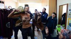 Turchia, Femen in topless nel seggio di Erdogan. Nel resto del Paese scontri con morti e feriti