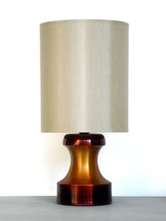 Pawn table lamp in maroon & rust by Babette Holland.