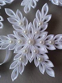 Christmas Ribbon Crafts, Shabby Chic Christmas Ornaments, Origami Christmas Ornament, Christmas Crafts, Ribbon Flower Tutorial, Fabric Ornaments, Kanzashi Flowers, Ribbon Art, Handmade Flowers