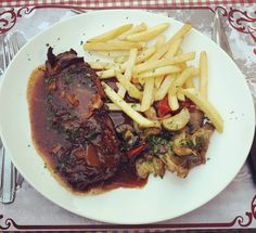 Nice and tender onglet de boeuf sauce à l'échalote. Interestingly that there is no exact translation for this kind of cut to be found in English. French are really precise about how they call their steak #tasty #dineout #frenchcuisine #local #cookedbylocals #meat #ongletdeboeuf #steak #echalote #saucealechalote http://w3food.com/ipost/1523273167454849834/?code=BUjwOAKB8sq