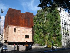 Patrick Blanc's vertical garden gives rise to an urban oasis, in the otherwise concrete capital of Madrid. Vertical City, Vertical Farming, Vertical Gardens, Madrid, Cities, Roof Architecture, Floating House, Garden Living, Flowers Perennials