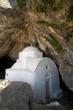 Chapel Panaghia Makrini in cave on Kerkis near Kalithea, S…   Flickr Mykonos, Santorini, Kusadasi, Thessaloniki, Pays Europe, Samos Greece, The Holy Mountain, Greece Pictures, Places In Greece