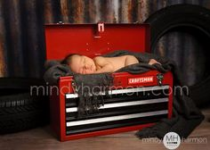 If I have a 2nd baby & it's a boy I'm sooo doing this seeing how my husband absolutely loves his tool box!