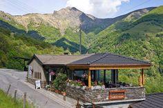 Les 10 meilleurs grotti d'Ascona-Locarno | GaultMillau – Channel Table En Granit, Les Cascades, Beaux Villages, Le Moulin, Cabin, House Styles, Channel, Decor, Pork Ribs