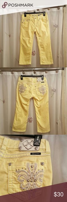 Miss me capris These capris are in excellent used condition, they are a size 26 and they have a 19 inch inseam, they are 98% cotton 2% elastane. These are the perfect color for spring and summer wear. Miss Me Jeans Ankle & Cropped