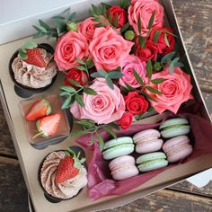 New basket flower cake gift ideas Ideas Diy Flower Boxes, Flower Box Gift, Dessert Boxes, Princess Gifts, Homemade Popsicles, Gift Bouquet, Sweet Box, Gift Cake, Surprise Gifts