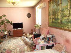 Bucurestii Noi – Teatrul Masca, vanzare apartament 2 camere confort 1 decomandat, situat in blocurile rusesti, la etajul 2/3, boxa 4 m. la subsol, baie + grup sanitar, suprafata 72mp, necesit…