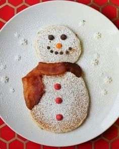 "Today's winter breakfast theme, snowmen. Here is mine and Madeline's snowmen pancakes with chocolate chip features, a light powdered sugar ""snow"" dusting, and bacon scarf. Looking for more holiday breakfast ideas for the kids? Christmas Snacks, Christmas Brunch, Christmas Breakfast, Breakfast For Kids, Holiday Treats, Kids Christmas, Holiday Recipes, Christmas Pancakes, Christmas Morning"