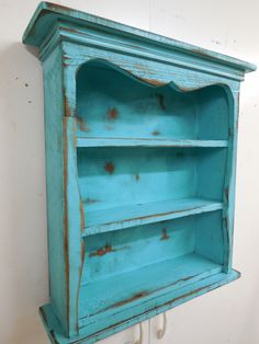 Shabby style wall shelf primitive wall shelf by LynxCreekDesigns Primitive Shelves, Antique Shelves, Primitive Furniture, Country Furniture, Wood Shelves, Display Shelves, Shabby Chic Furniture, Painted Furniture, Diy Furniture