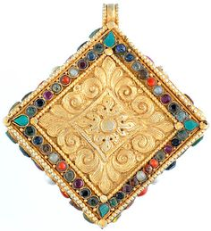 Tibetan Gold Plated Gau Box Pendant with Gemstones (Turquoise, Lapis Lazuli, Coral, Amethyst, Ruby and Pearl) Spiritual Jewelry, Ancient Jewelry, Jewelry Art, Ethnic Jewelry, Pendant Jewelry, Lapis Lazuli Jewelry, Tibetan Jewelry, Baubles And Beads, Antique Boxes