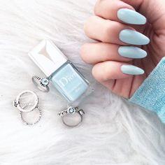 Discover the 10 most popular nail polish colors of all time! - My Nails Pastel Blue Nails, Light Blue Nails, Bleu Pastel, Winter Nail Designs, Nail Art Designs, Design Art, Cute Acrylic Nails, Gel Nails, Bh Entertainment