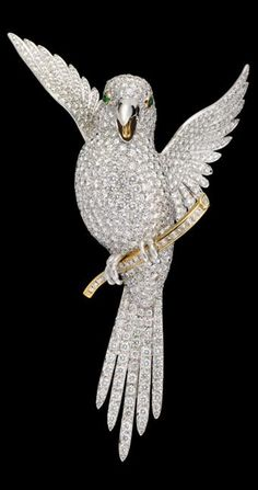 Large Diamond Parrot Brooch in yellow gold and platinum, E.W. & Co. - Contemporary, London, Signed by E.W. & Co. with British metal hallmarkings.
