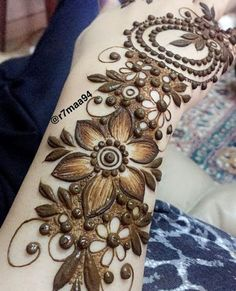 In this article you will find best simple arabic mehndi design for eid for decorating hands, arms and feet with arabic henna designs and eid mehndi designs. Plus find video tutorial about how to apply mehndi designs for eid. Khafif Mehndi Design, Floral Henna Designs, Mehndi Design Pictures, Mehndi Designs Book, Wedding Mehndi Designs, Mehndi Designs For Fingers, Dulhan Mehndi Designs, Mehndi Designs 2018, Mehendi