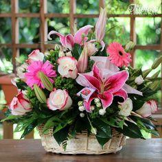 ❤️Virágcsokrok Basket Flower Arrangements, Vase Arrangements, Table Flowers, Big Flowers, Amazing Flowers, Flowers Garden, Big Vases, Hand Bouquet, Flower Studio