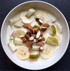God mandag! En av de enkleste dessertene/sunnere snacksskålene som finnes må være hjemmelaget fr... Feta, Dairy, Cheese