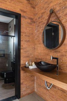 Churrasqueira, piscina, salão de jogos e lareira: uma casa para relaxar Home Design Decor, Bathroom Interior Design, Interior Decorating, House Design, Home Decor, Earthy Bathroom, Bathroom Styling, Modern Architects, Industrial House
