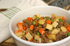 Here& an easy and super budget friendly recipe that I cook for my family that never fails to remind me of my home. Just a few ingredients and it doesn& involve hard to find ingredients. We love having this Filipino Picadillo recipes over our rice! Easy Filipino Recipes, Filipino Dishes, Asian Recipes, Ethnic Recipes, Simple Recipes, Amazing Recipes, Goulash, Picadillo Recipe Filipino, Ground Beef Filipino Recipe