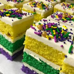 Party Gras bites by our awesome and lovely Summer Olsen.weave Party Gras bites by our awesome and lovely Mardi Gras Desserts, Mardi Gras Food, Mardi Gras Centerpieces, Mardi Gras Decorations, Mardi Gras Party Theme, Karneval Outfits, Madi Gras, King Cake Recipe, Mardi Gras Outfits