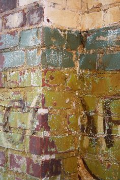 distressed bricks Brick Accent Walls, Brick Walls, Vintage Industrial Decor, Industrial Chic, Distressed Decor, Color Harmony, Brick And Stone, Beautiful Textures, Painted Furniture