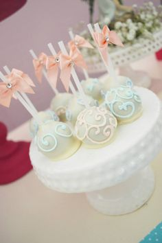 Enchanted garden baby shower ideas - decorations and supplies, inspirational photos. Elegant aqua and pink color scheme, baby breath flowers, stunning cake