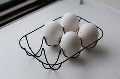wire egg tray by Japanese industrial designer, Naoto Fukasawa naotofukasawa.com