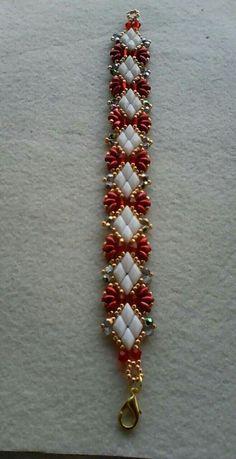 Solitaire Bracelet p (Debbie Roberti) Beaded Bracelets Tutorial, Beaded Bracelet Patterns, Seed Bead Bracelets, Seed Bead Jewelry, Bead Jewellery, Bracelet Designs, Jewelry Bracelets, Stackable Bracelets, Embroidery Bracelets