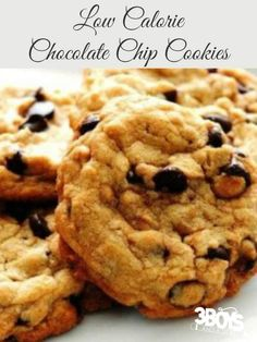 If you're on a diet, you'll love these delicious Low Calorie Chocolate Chip Cookies! All of the taste without the guilt! calorie food Low Calorie Chocolate Chip Cookies - 3 Boys and a Dog Low Calorie Cookies, Low Calorie Baking, Cookies Healthy, Healthy Chocolate Chip Cookies, Low Calorie Desserts, Homemade Chocolate, Healthy Sweets, Low Calorie Recipes, Healthy Baking