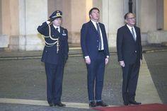 """Il premier Renzi incontra il Presidente della Repubblica delle Filippine sfoggiando un """"orlo giovane"""" (cit. Corriere)"""